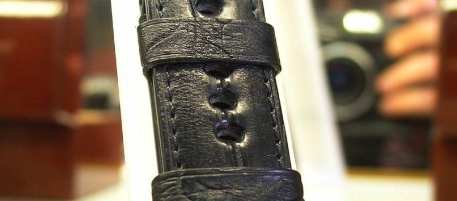 чёрный ремешок из кожи крокодила