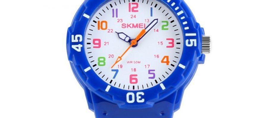 1043c-children-watch-blue